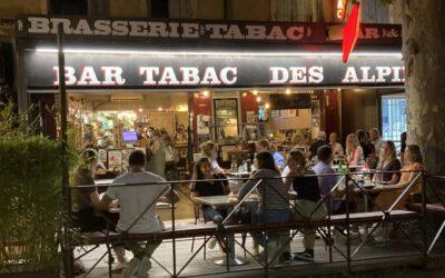 Genuss und Gespräche in der Bar-Tabac von Patrick